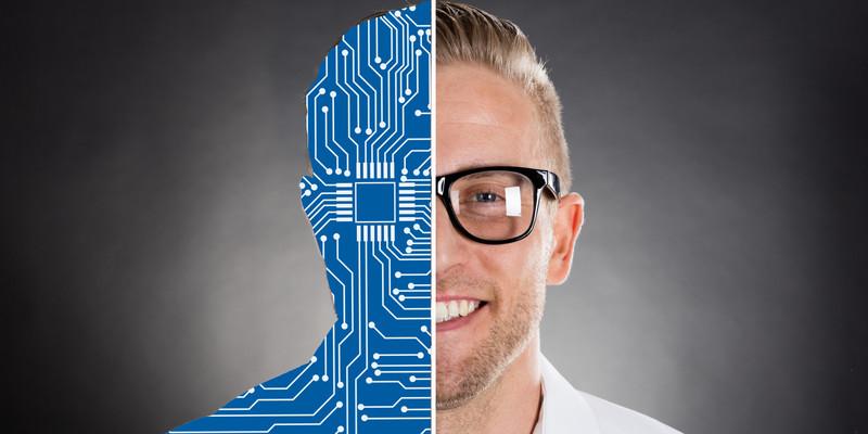 Illustrasjonsfoto av smilende mann hvor halve ansiktet viser kretskort. Foto: Mostphoto.com
